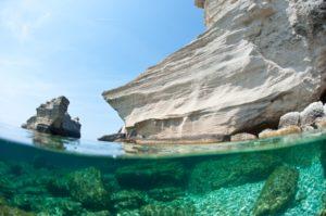 falaises de Bonifacio en bateau avec skipper