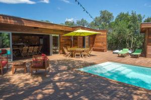 location villa bois porto-vecchio piscine et terrasse