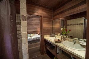 location villa bois porto-vecchio salle de bain