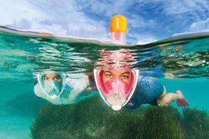 plongée sous marine avec masque et tuba